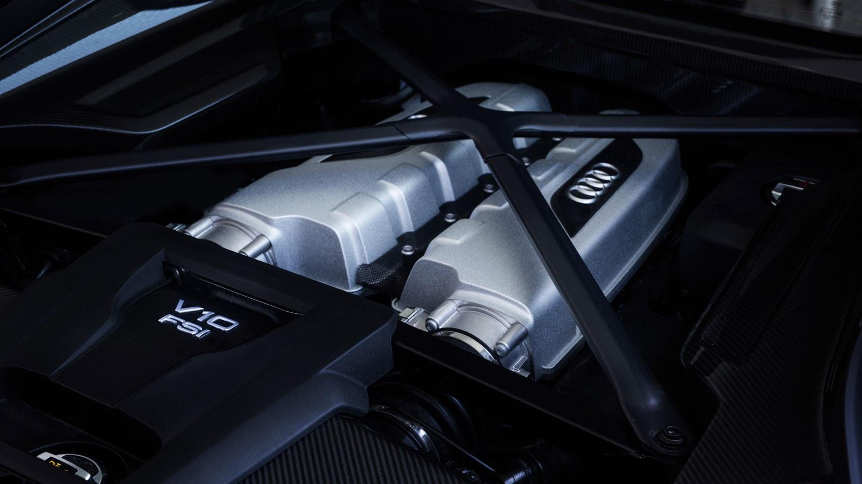 Audi R8 V10 Plus Engine room MY 2015